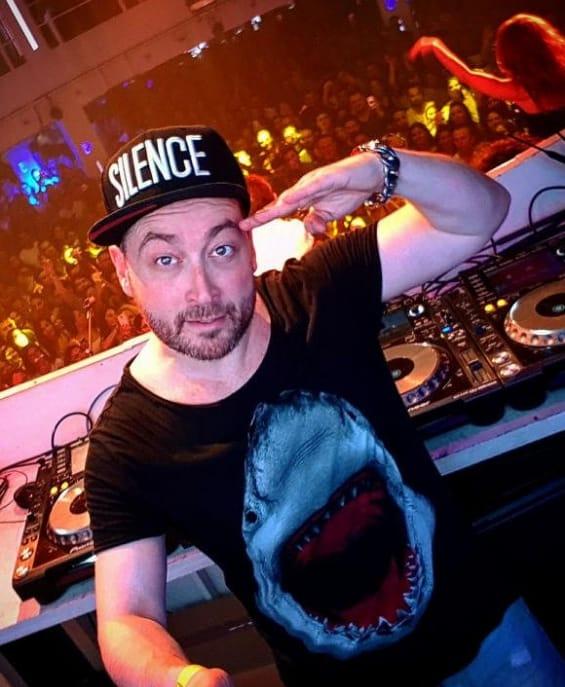 Boek DJ Silence, De Artiestenstal