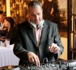 Bruiloft DJ, De Artiestenstal